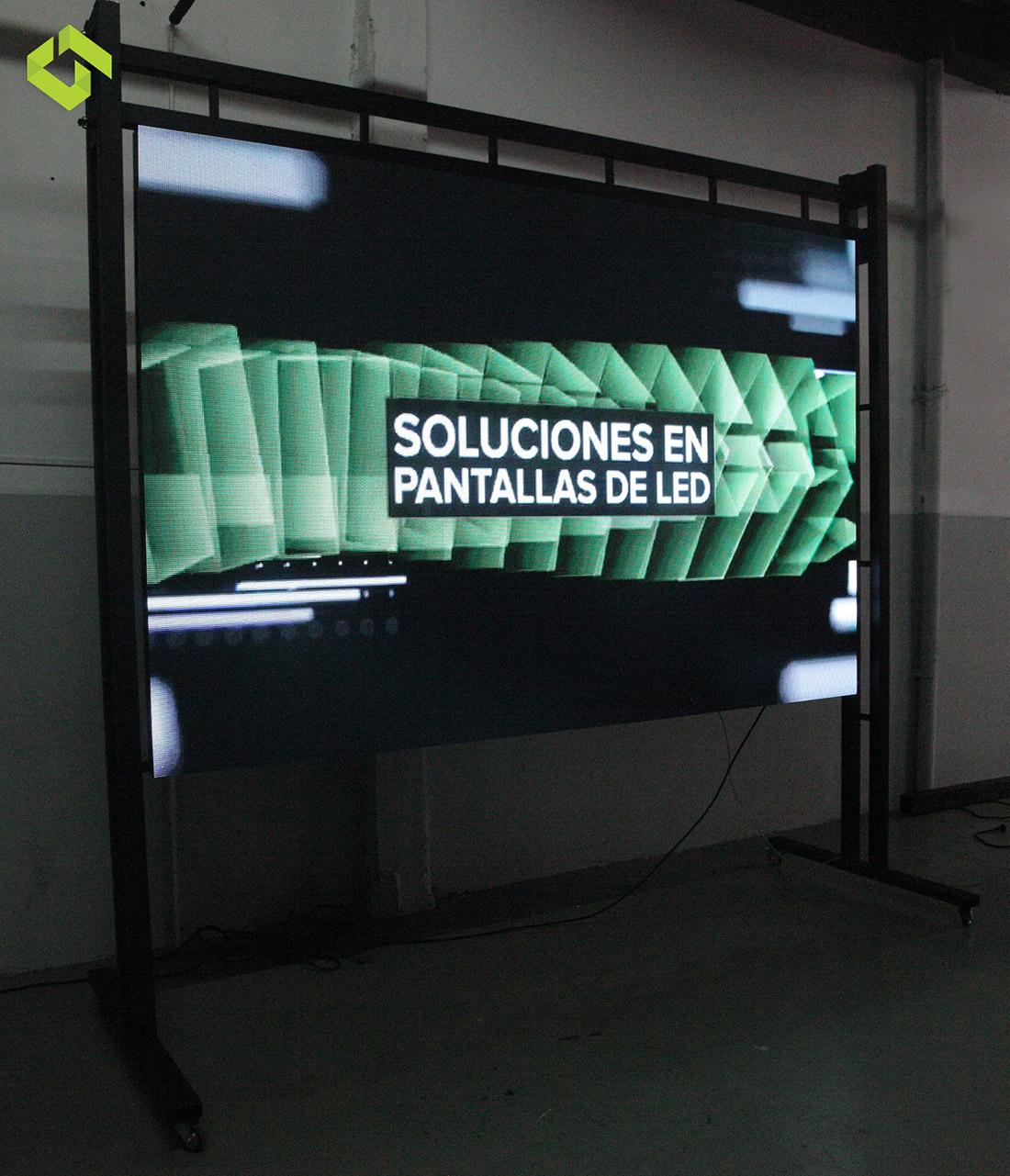 Pantalla 3x2 Indoor + Soporte Móvil en 8 cuotas fijas.