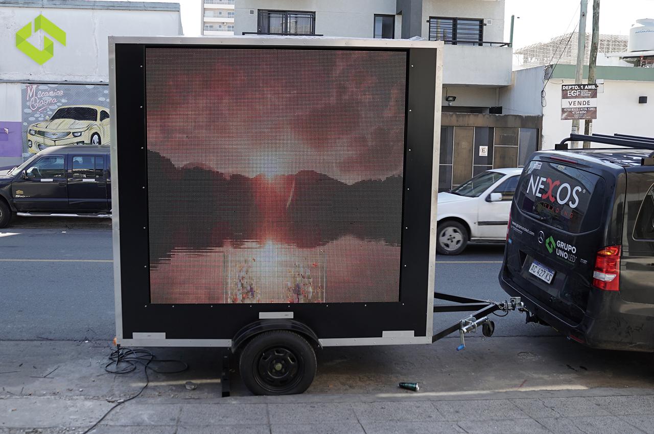 Nuevo trailer con dos pantallas de LED 2x2 P10 en Formosa.