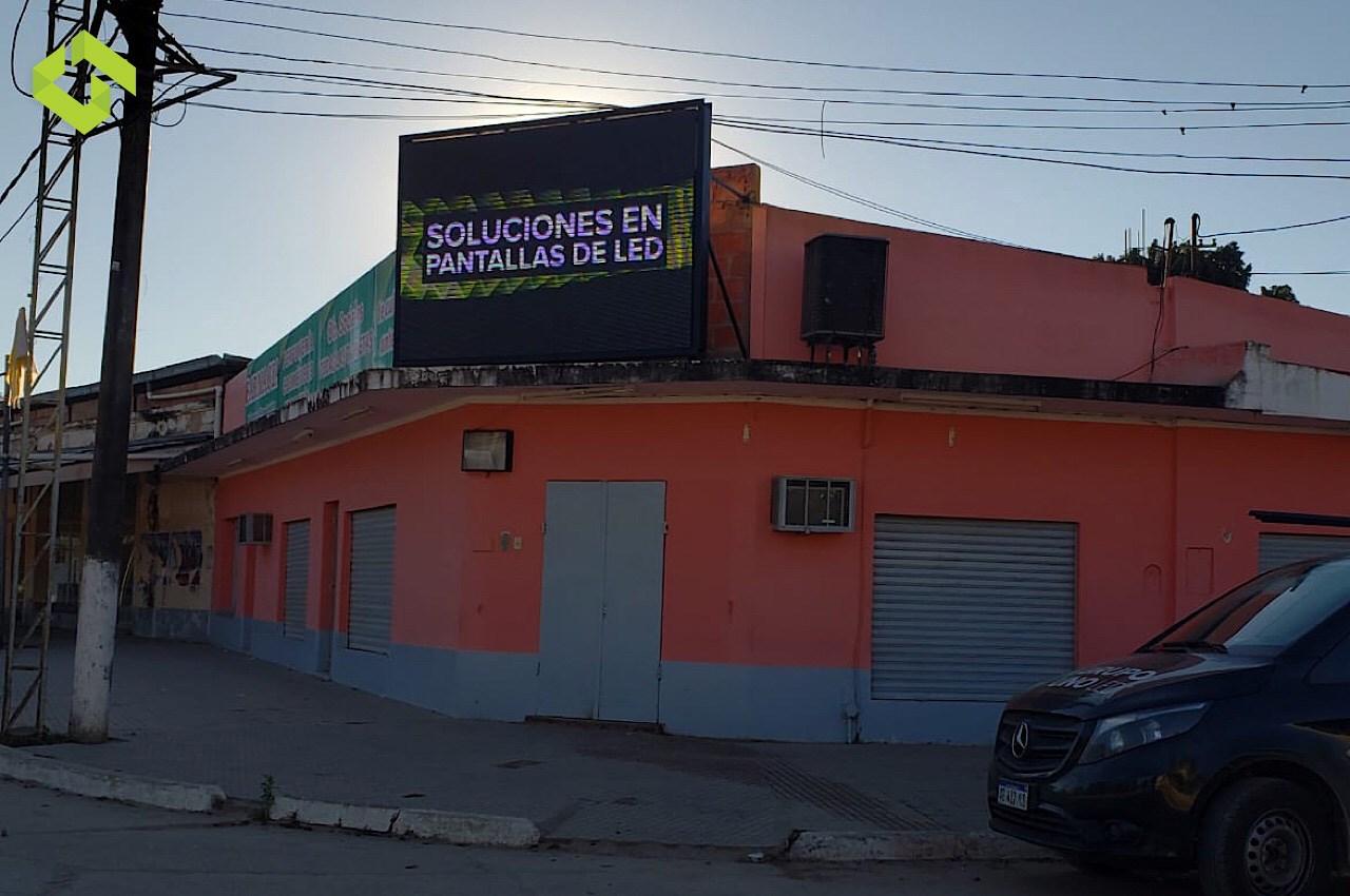 Grupo Uno LED le hace frente a la crisis sin parar su producción de PANTALLAS LED.