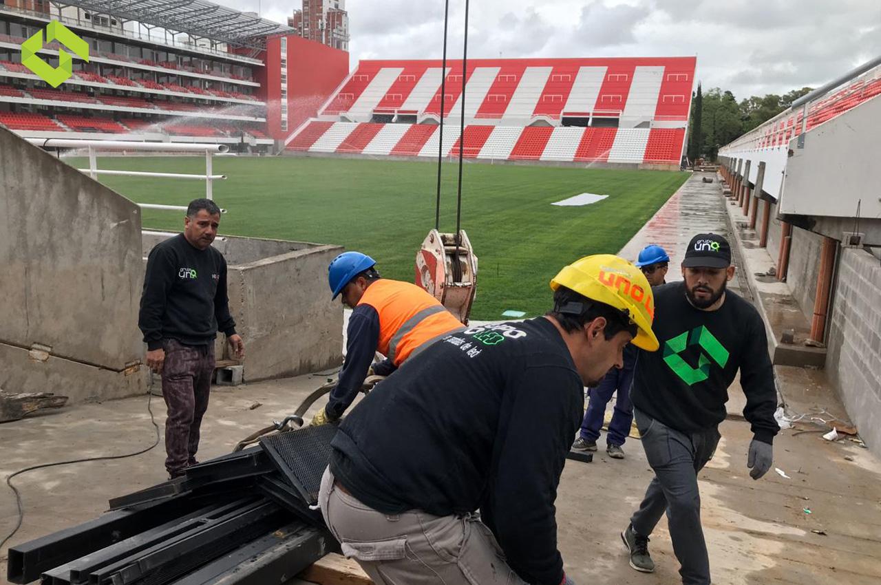 Comienza la instalación de Grupo Uno LED en el Estadio UNO.