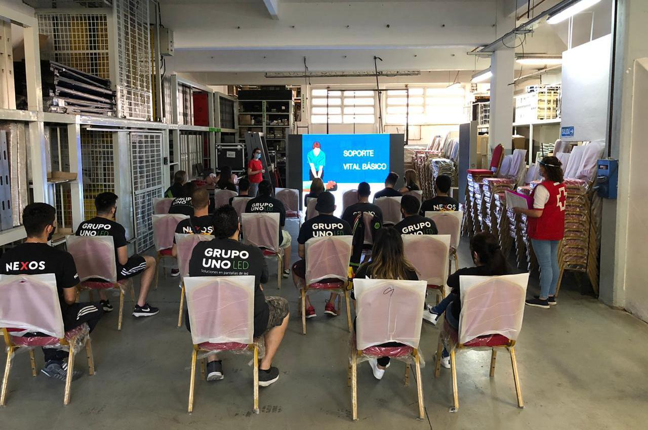 El equipo de Grupo Uno LED realizó el curso de RCP y DEA.